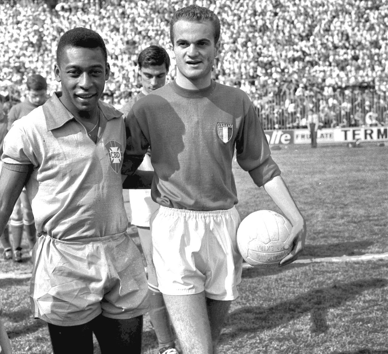 Pele and Sandro Mazzola 1963 – Forza27