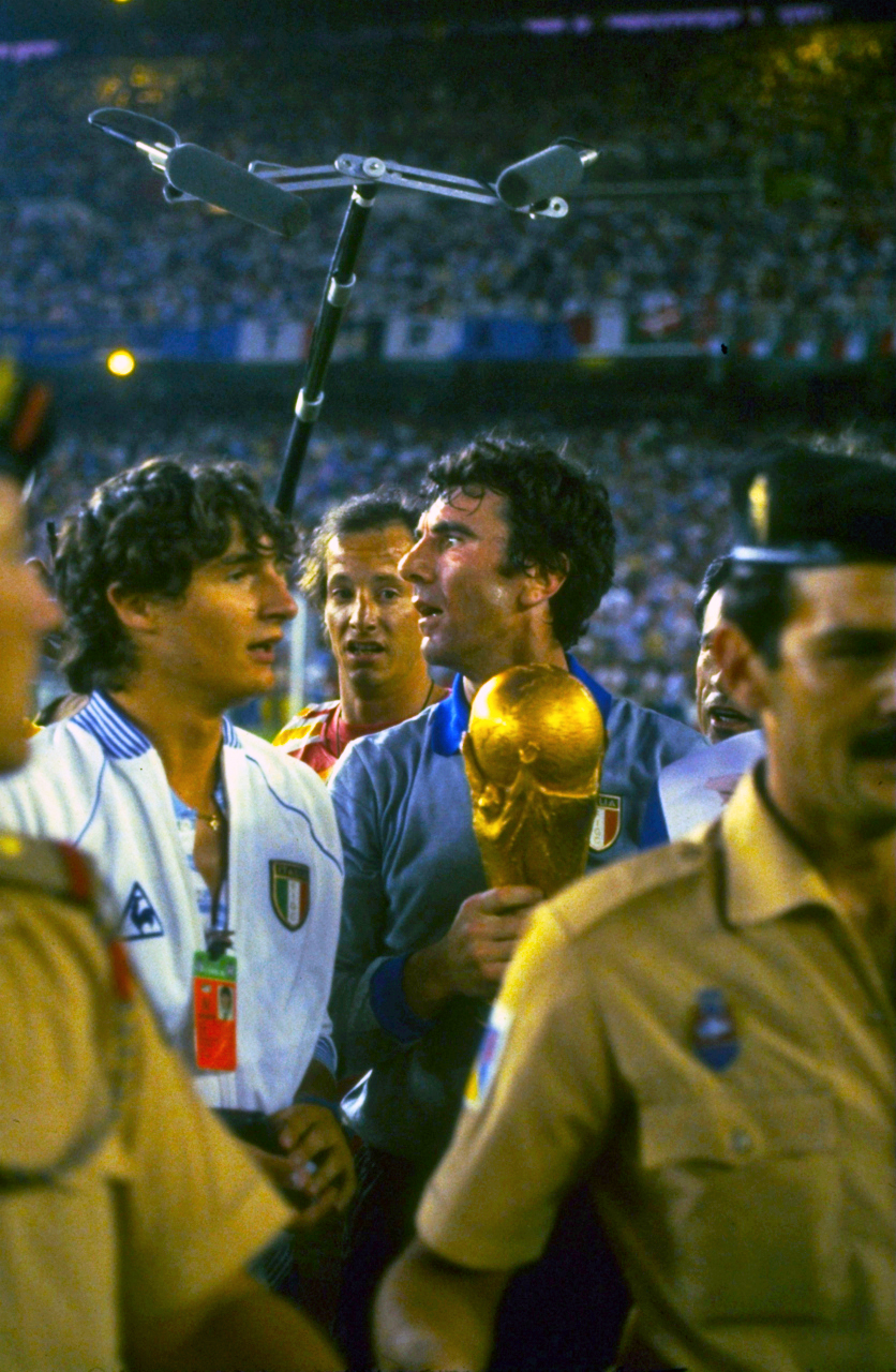 Dino Zoff with the World Cup – Forza27